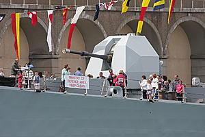 HMS York D98 photos-gun.jpg