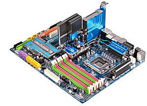 Sneak peek on up coming Gigabyte X58 Extreme mobo...-ex58-extreme-3.jpg