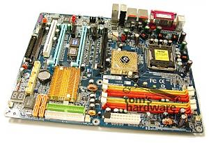 P4 dualcore w/ hyperthreading + 4 6800U in SLi = Gigabyte??!??-20050526-4gpu.jpg